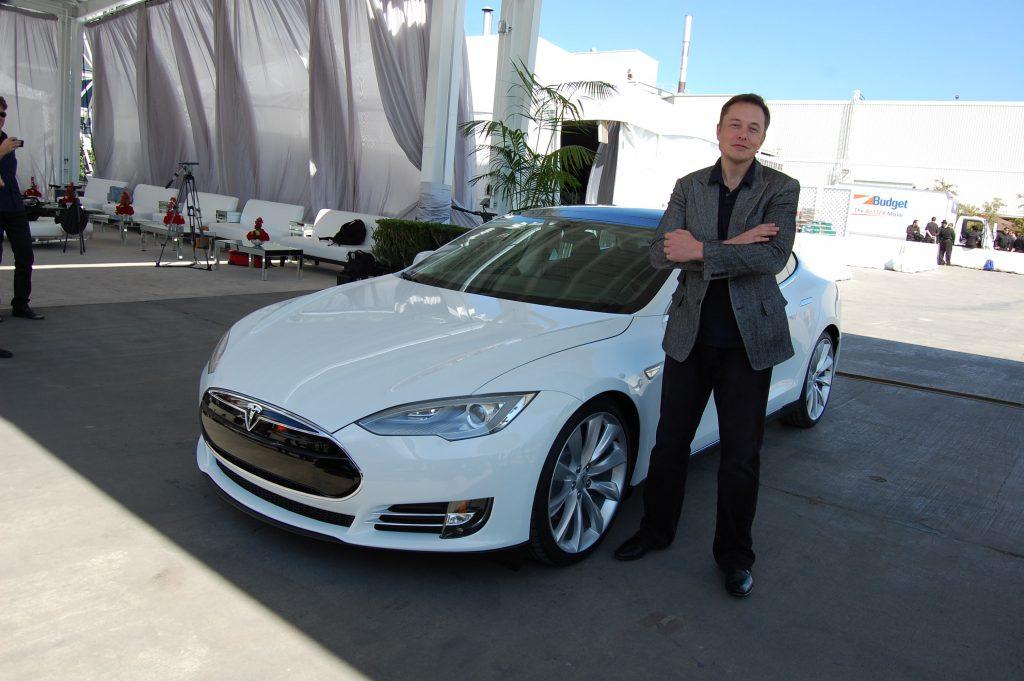 Илон Маск на фабрике Tesla в городе Фримонт, Калифорния