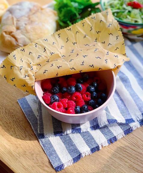 Восковыми салфетками можно плотно накрыть посуду с едой