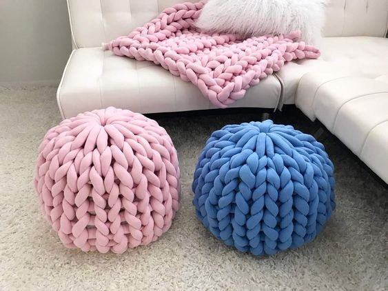 Knitted blankets and poufs