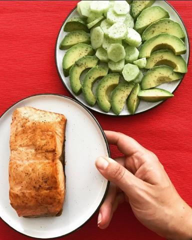 Модное авокадо, полезная рыба и даже обычный огурец — все это кето-продукты (Фото:  @valentinacresti)