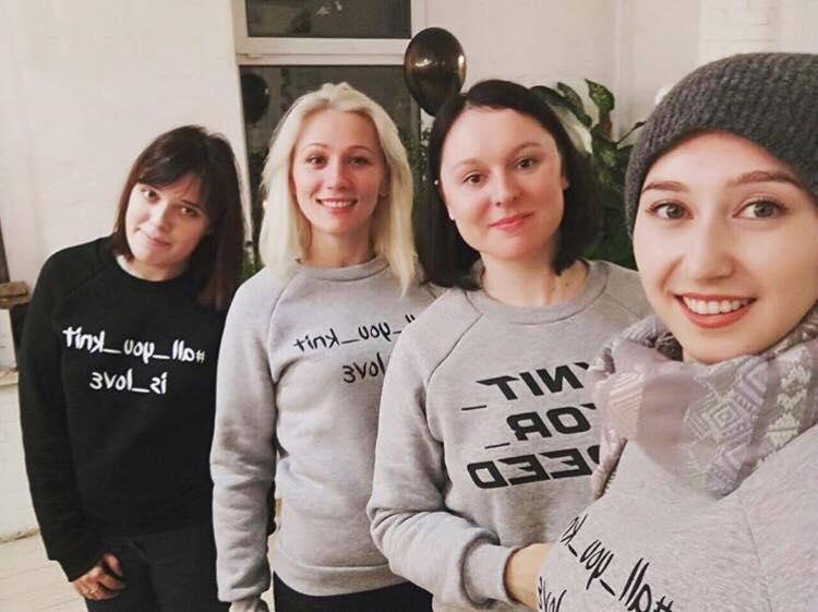 Подписчики канала Надежды Деевой в ее свитшотах