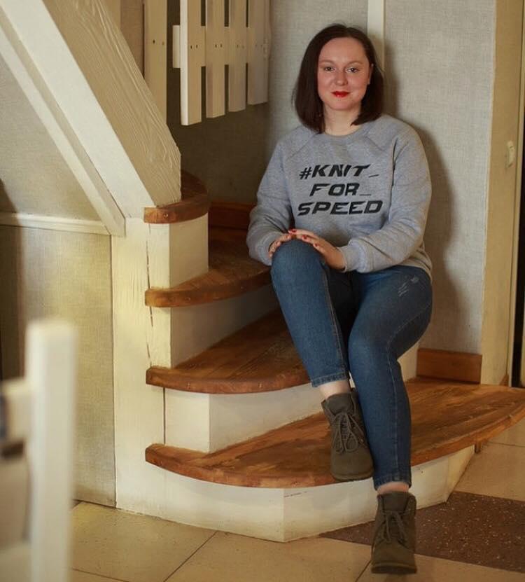 Блогер Надежда Деева покупала качественный материал и заказывала свитшоты на фабрике